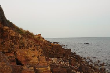 Rocks at the end of Schnapper Point in Mornington